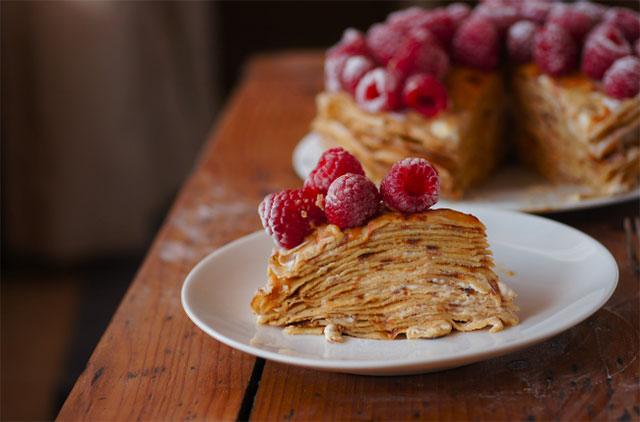 Torta od palačinki sa malinama